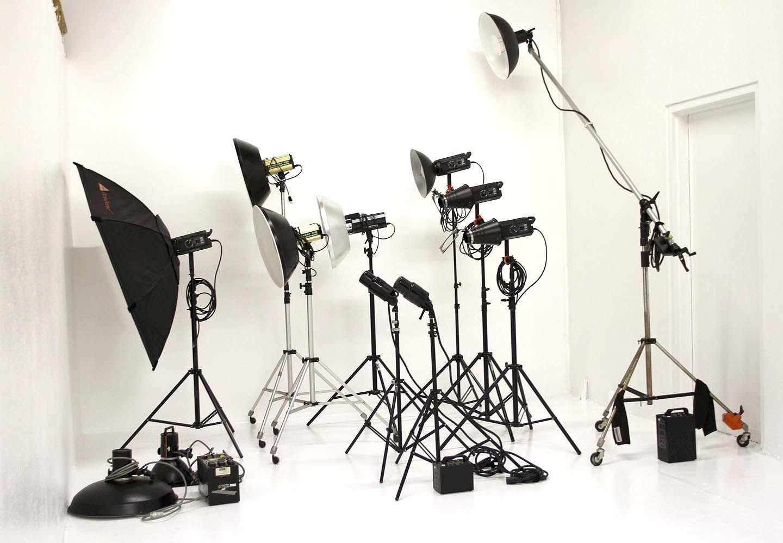 приборы для осветления в фотостудии когда один против