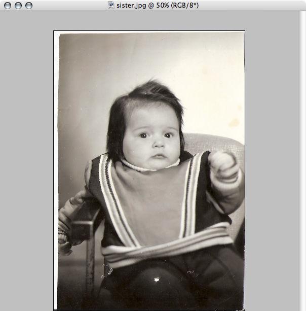 Раскрашивание черно-белой фотографии с помощью Photoshop.: http://www.takefoto.ru/articles/obrabotka_fotografiy/465_raskrashivanie_cherno-beloy_fotografii_s_pomoschyu_Photoshop